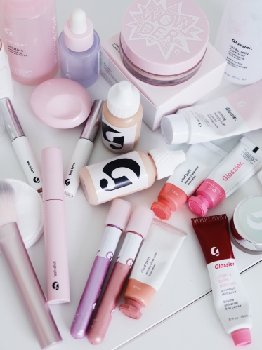 l' e-shop français de Glossier est officiellement accessible !